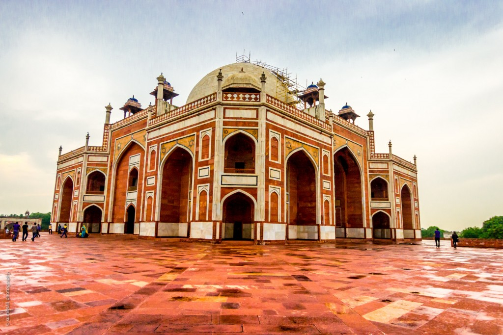 A side view of the Humayus Tomb, New Delhi