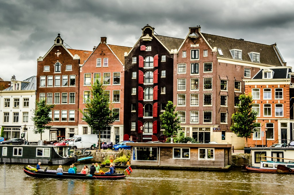 Boats & Houseboats in Amsterdam Canals