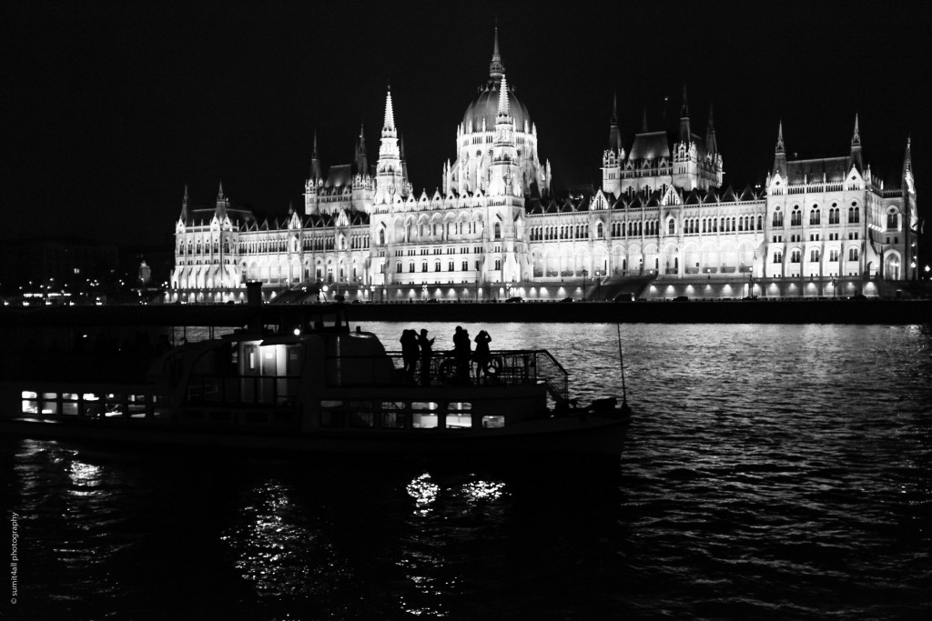 A ferry passing in front of the Hungarian Parliament