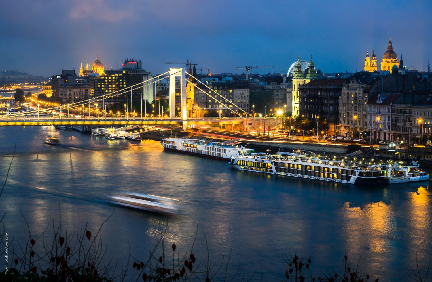 A view of Elisabeth Bridge and the cruises on the Danube river in Budapest.