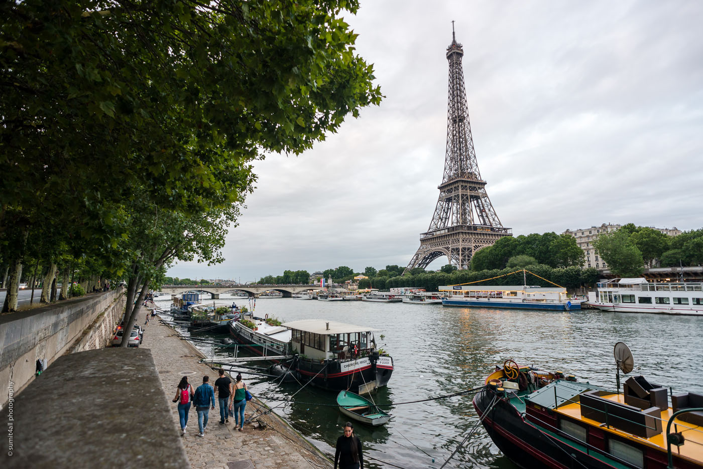 A walk by the river Siene in Paris with the Eiffel Tower in the background